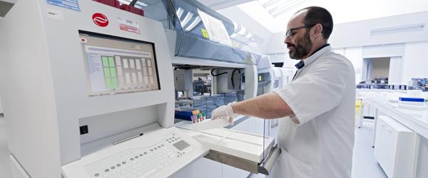 Institut de Biologie en Santé - plateau technique automatisé