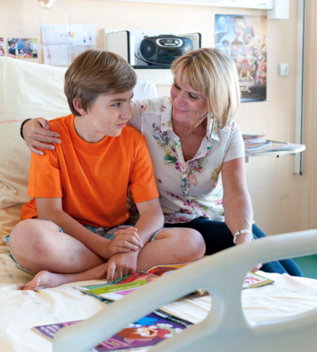 Illustration mère et adolescent hospitalisé