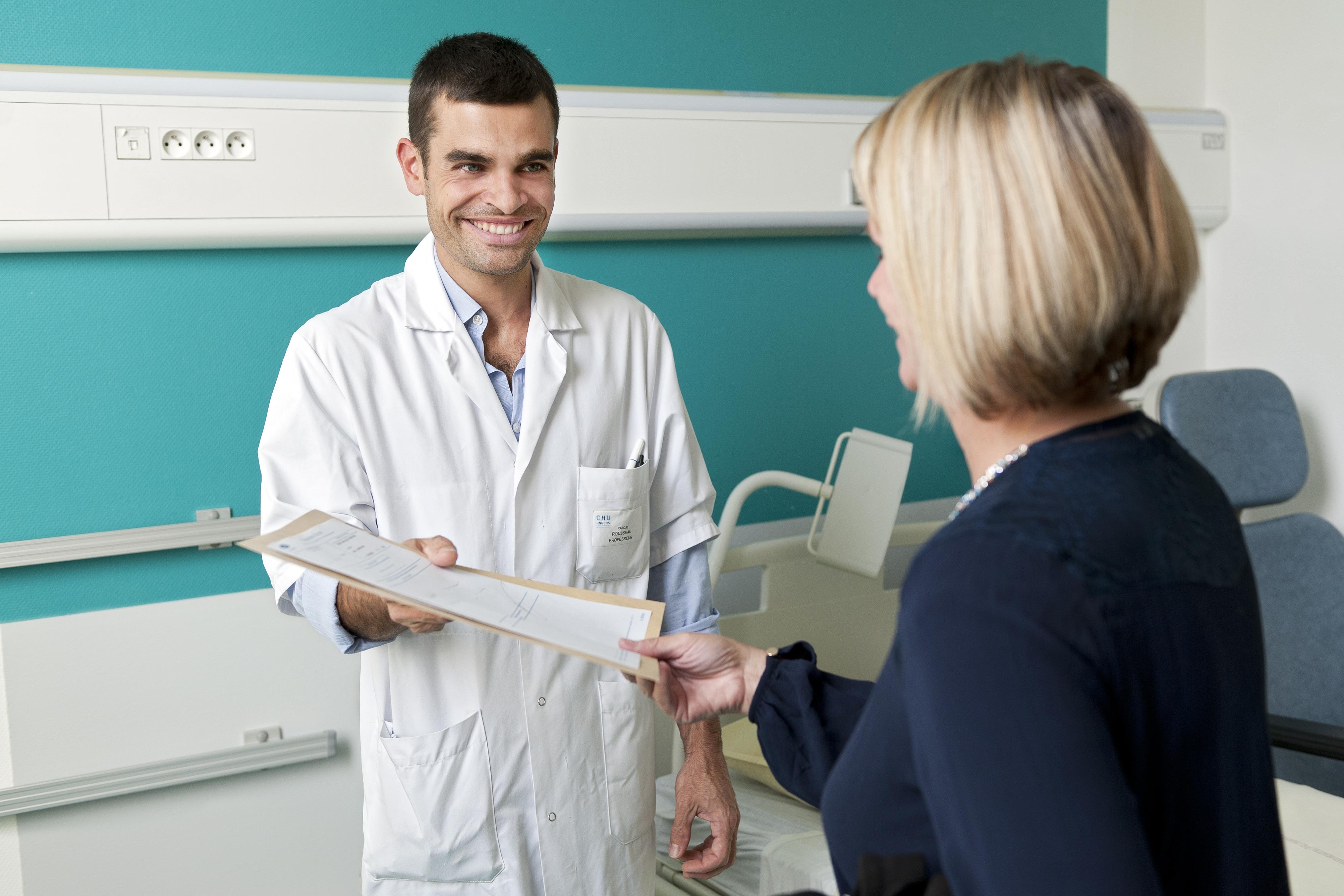 le médecin du service fixe le jour de sortie du patient