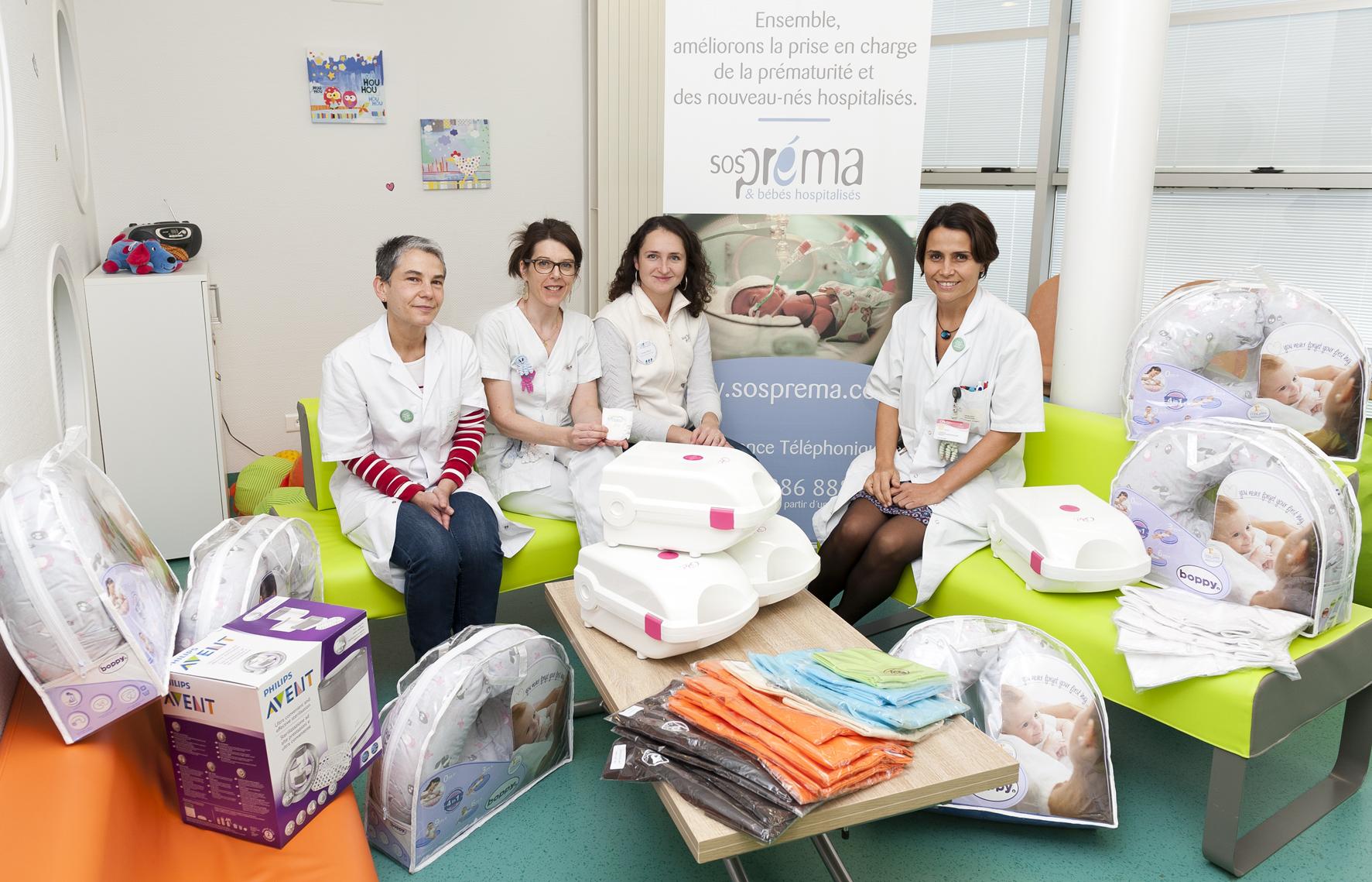 Sonia Compain, infirmière, Gaëlle Charpentier, cadre de santé, Emilie Wald-Caron, représentante locale de l'association SOS Préma, le Pr. Géraldine Gascoin, responsable de l'unité fonctionnelle de réanimation et de médecine néonatales