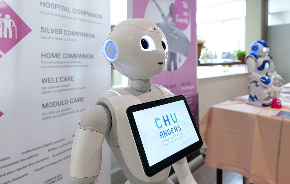 WEF : le robot Pepper passera 6 semaines au CHU d'Angers dès février 2018